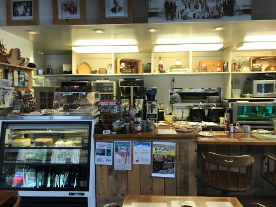 Old Mill Cafe: The counter - cannot see all the wonderful desserts they offer