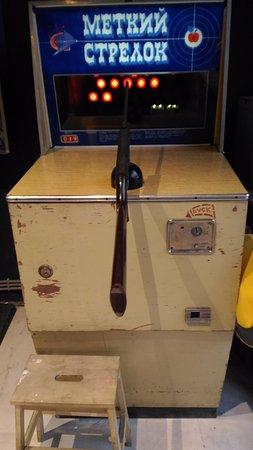 Музей советских игровых автоматов: Колоритный автомат, точнее ружье)