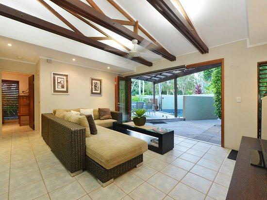 Cassowary Villas: Lounge