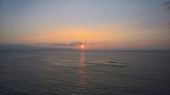 Hololani Resort: Sunset from lanai