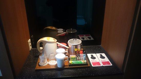 Hwaseong, เกาหลีใต้: コーヒー等のサービスのところに「辛」ラーメンが!...無料サービスではない気がしたので食べませんでした。