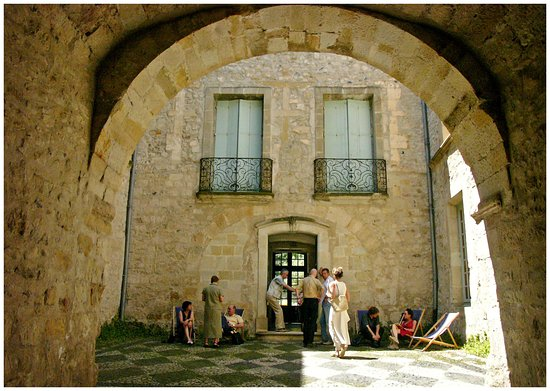 Musée de Lodève (Musée Fleury) : La cour intérieure du Musée de Lodève, avec son sol en calade