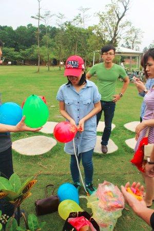 Flamingo Dai Lai Resort: Khuôn viên với thảm cỏ, thích hợp cho các hoạt động ngoài trời
