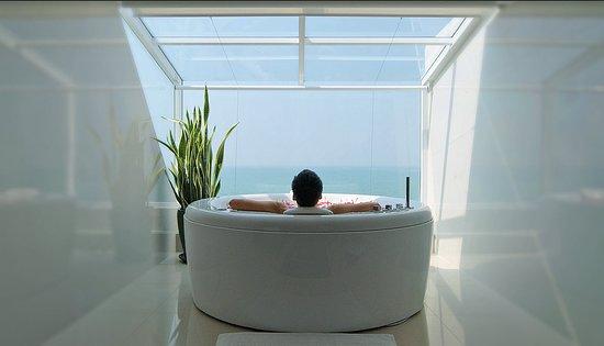 Royal Wing Suites & Spa: Presidential Platinum Suite Bathroom