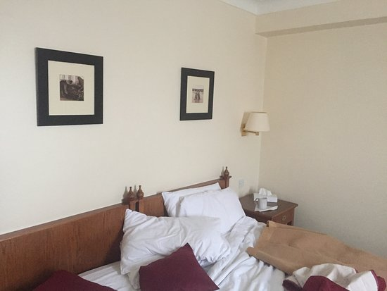Stade Court Hotel: The room as a sea of beige