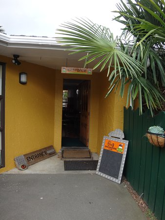 The Bug Backpackers: Cool, little hostel. Cosy!