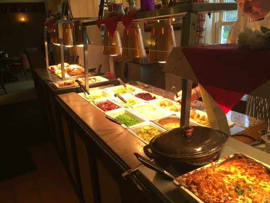 Mere, UK: 12 different vegetable and potato choices on the carvery!!