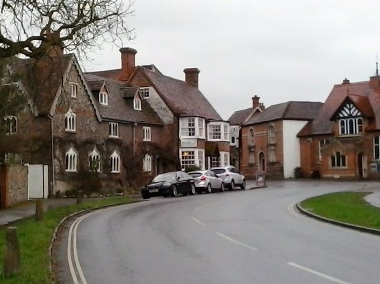 Goring-on Thames, UK: The Miller - car park round the corner as is on-street parking
