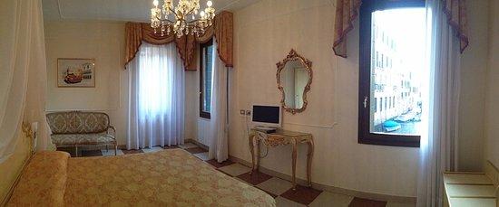 Hotel Bernardi Semenzato: Camera superior con vista canale disponibile solo  su  www.hotelbernardi.com