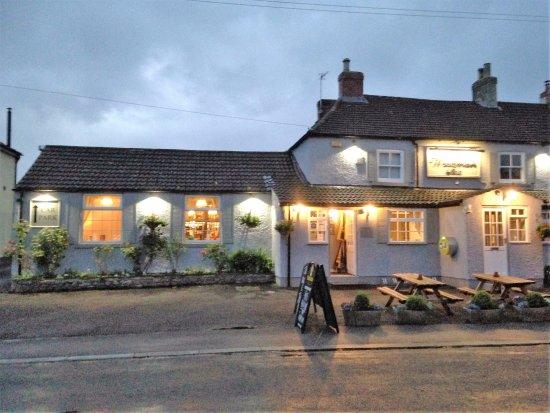 Bedale, UK: Woodman inn in the evening