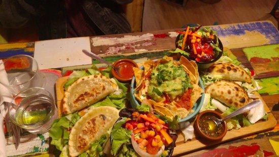 EL CHIVITO : Empanadas