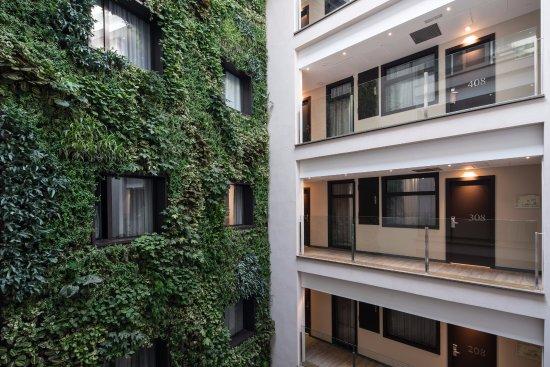catalonia avinyo jardin vertical