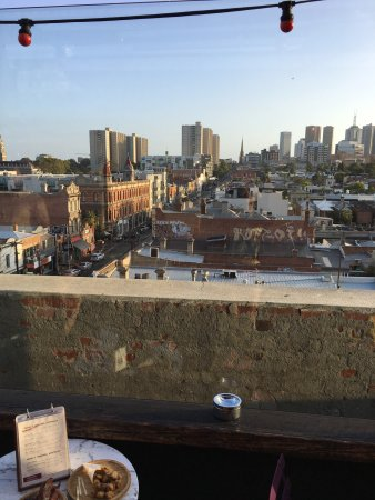 Fitzroy, Avustralya: Spectacular views from its open rooftop bar