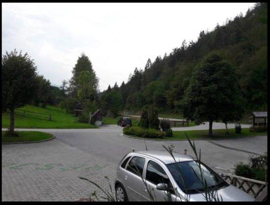 Bohinjska Bistrica, Slovenia: Parking in front of the restaurant