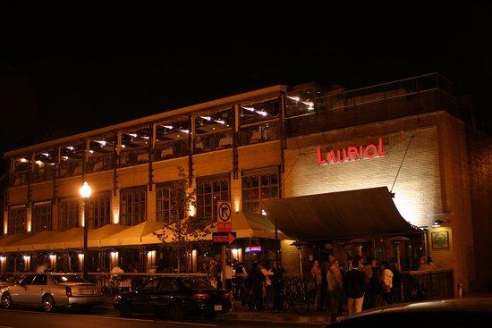 Lauriol Plaza night time