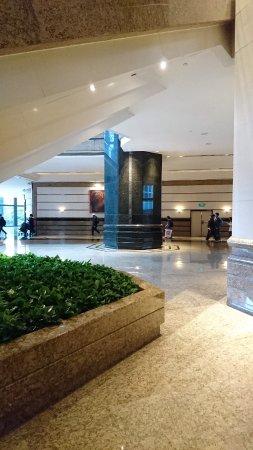 Central Plaza: 中環廣場大堂照
