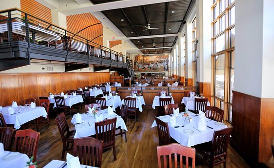Lauriol Plaza: Maing Dining Area