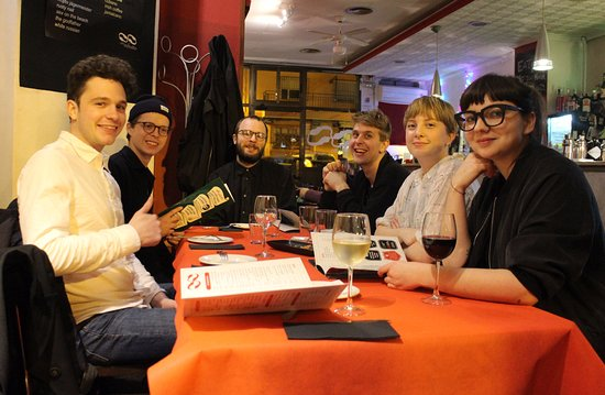 Café Infinito: Architectstudents enjoying their meal!