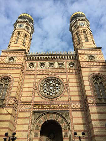 Budapest Jewish Heritage Tours: Dohány Street Synagogue front entrance