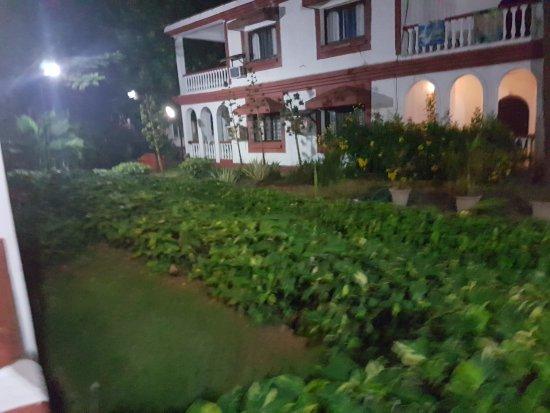 Paradise Village Beach Resort: 20170211_020258_large.jpg