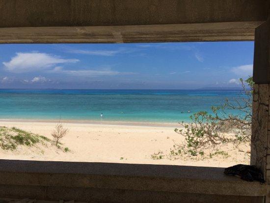 Nishihama Beach: 休憩所から景観はまるで額縁付きの絵画のようです