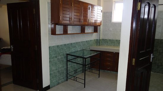 PrideInn Hotel Mombasa: the kitchenette (without hot plate)