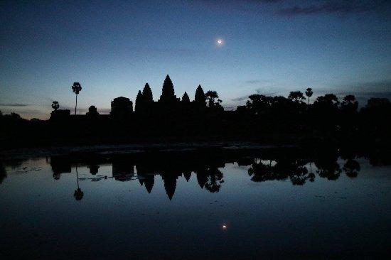 Angkor Driver Sareom: Beautiful by night
