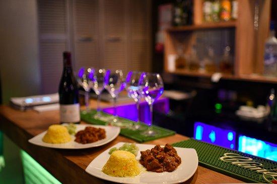 Les Filaos: Curry D'agneau Riz Safrané et Chouchou