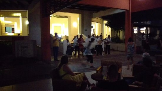 Grand Memories Varadero: Front of lobby entertainment.