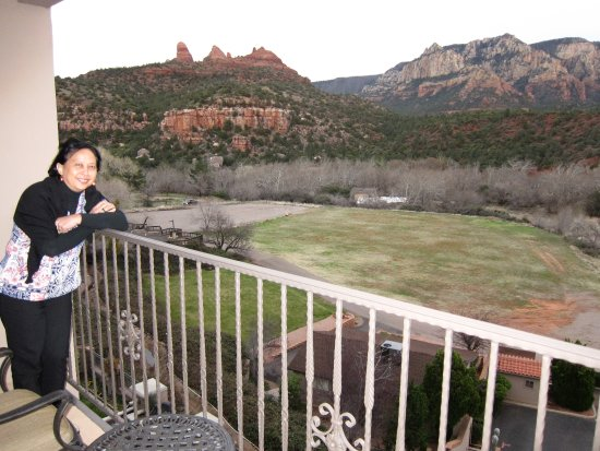 Best Western Plus Arroyo Roble Hotel & Creekside Villas: View from porch room 504