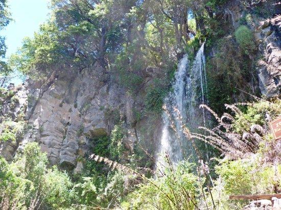 Lake Norquinco: Cascada Gimen Mapu