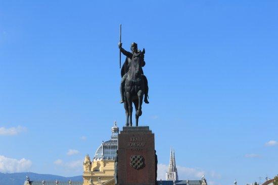 King Tomislav Square (Tomislav trg): Estatua do Rei Tomislav