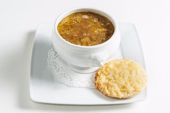 Monkey Bar & Grill: French soup, sopa de cebolla con cremoso de queso y pan