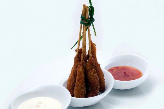 Monkey Bar & Grill: Cajún Balaya, brochetas de langostino semi picantes