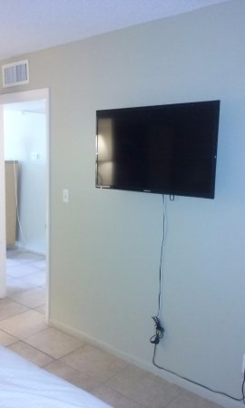 Hillsboro Beach, FL: bedroom tv 628