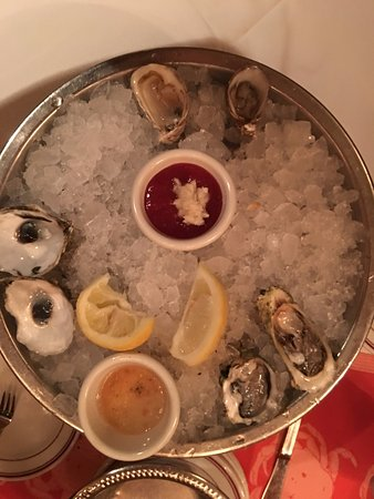 Shaw's Crab House: Raw oysters