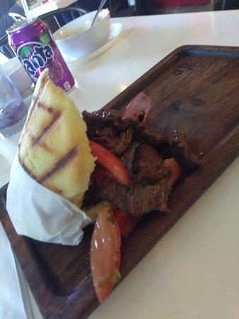 Bocas Grill: Burger, steak tostone, arepa llanera