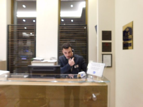 BEST WESTERN Hotel Madison : Marco at front desk
