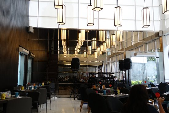 Aston Priority Simatupang Hotel & Conference Center: Breakfast area