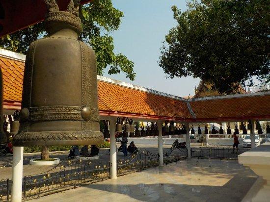 Wat Chai Mongkon, Pattaya: il portico delle campane