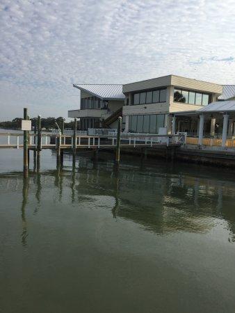 Best Western Plus Yacht Harbor Inn: Photo of restaurant from pier