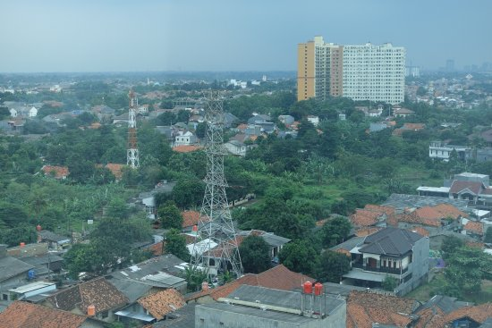 Aston Priority Simatupang Hotel & Conference Center: View during the day of surrounding