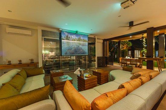 Lipa Noi, Tajlandia: Living Room with Home Cinema