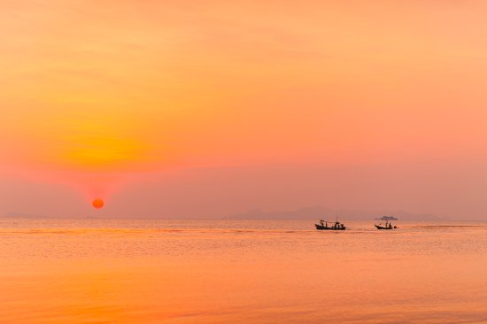 Lipa Noi, Tailândia: Sunset View from the Garden