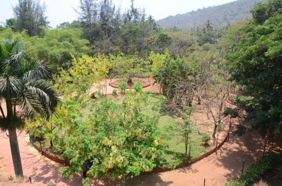 Hotel Saish International: SAWANTWADI GARDEN