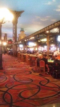 Paris Las Vegas: interior del hotel, zona de casino,