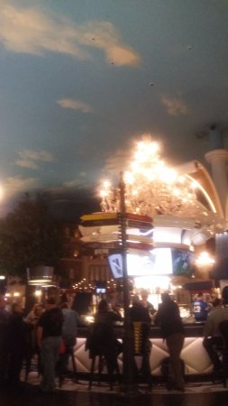 Paris Las Vegas: el techo simula el cielo