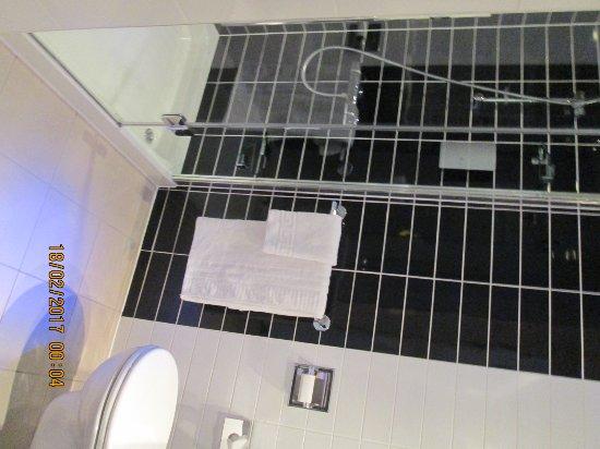 Holiday Inn Express Birmingham - Snow Hill: Shower cubicle
