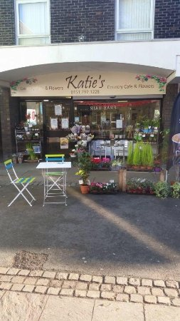 Katie's Country Cafe and Flowers: Our Shop front