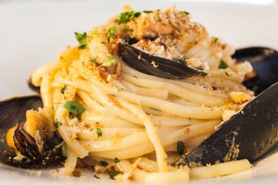 Ristorante Apollon Alle Fumarole: Spaghetti alle cozze e polvere di tarallo napoletano